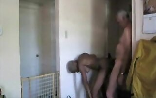 Old dude gets fucked ebony girl